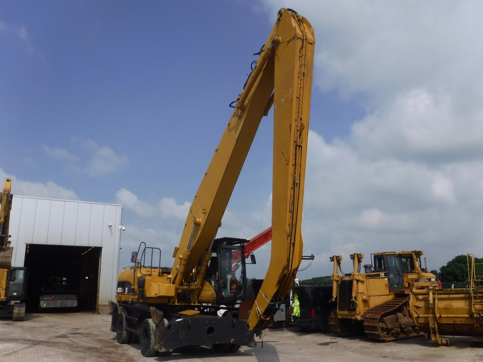 2004 - Caterpillar M325C MH